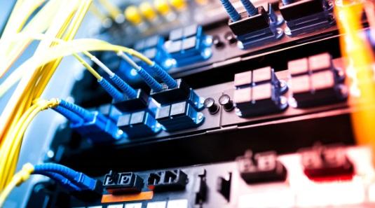 Ventajas que aporta la fibra óptica a las telecomunicaciones